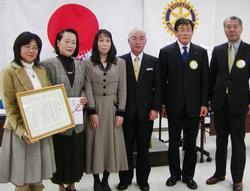 渡辺教育長をお招きして受賞者との記念撮影