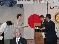 ほっとスペースSAKURA  表彰状授与 大高会長より